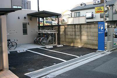 環七通り沿いで、2台駐車場を完備